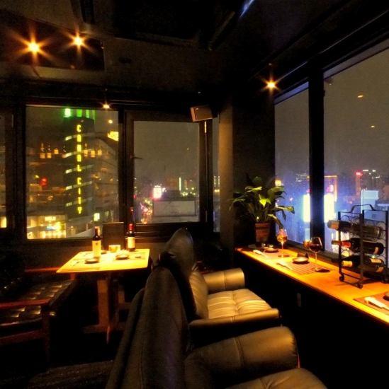 最上階で、全席夜景が見えるパノラマラウンジ★お誕生日や特別な記念日に◎カップルシートもご予約いただけます!