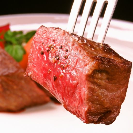 """Italian using """"Ozaki beef from Miyazaki prefecture"""" said to be visionary.Of course we offer courses as well as à la carte dishes."""