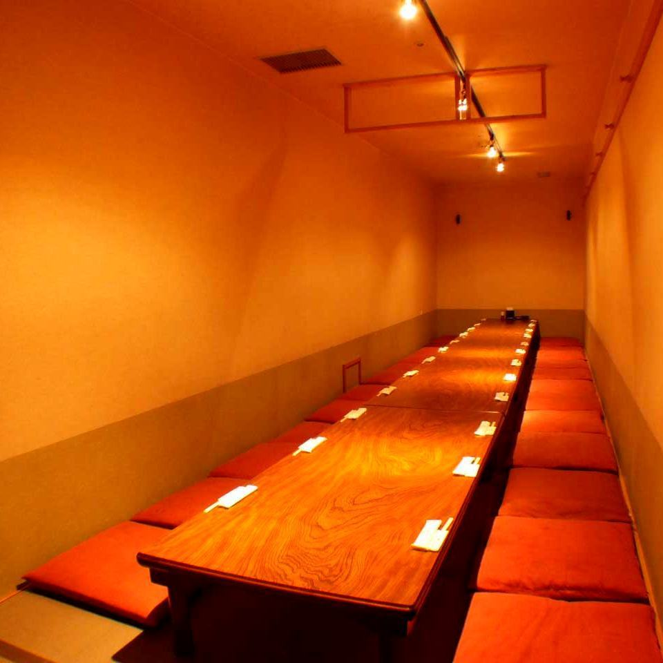 A banquet dining for 24 people and a private room seat.Up to 40 people can be used by removing the partition.