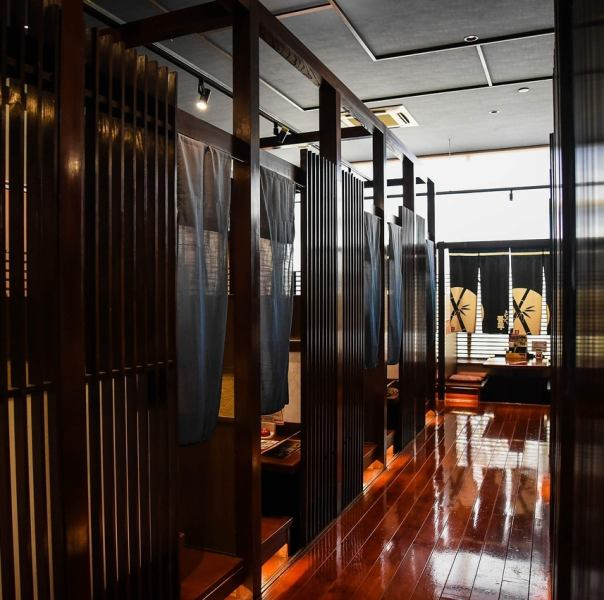 In the seating with the door, you can relax relaxingly in the private space ♪ Please make a reservation for more than 8 people visiting.