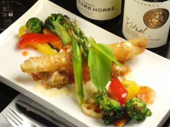 クリームチーズとタタキ海老の揚げ春巻き/甘海老とやりいかのフリット