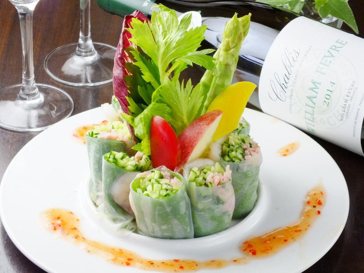 越南风春卷/虾和Taraco Cole Slaw /腌制金枪鱼和鳄梨浴霸包装