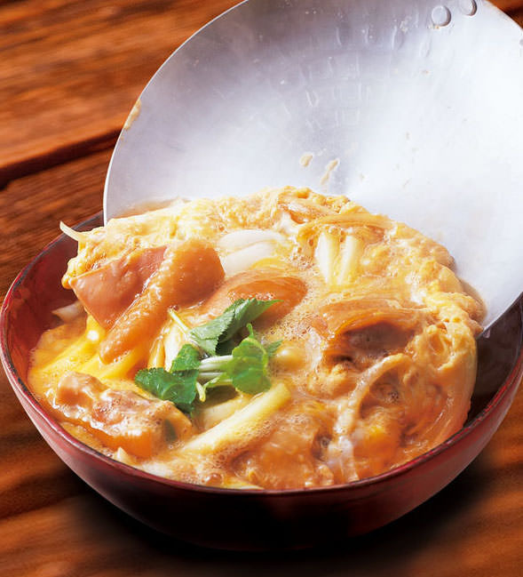 Parent-child rice bowl with Date chicken and Oku Kuji egg 【Shizumi miso soup with shallow pickles】