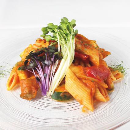 ·開胃菜·彩色蔬菜和短意大利面