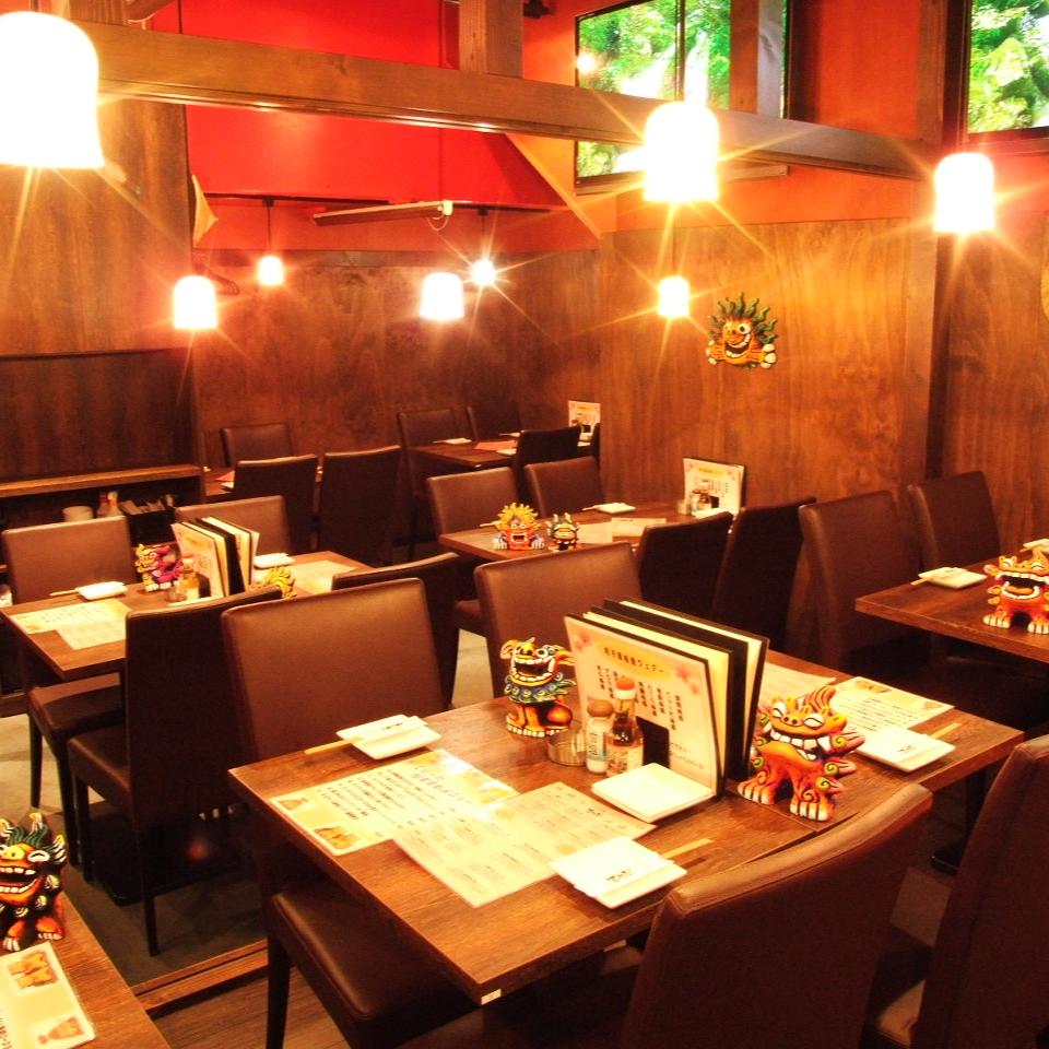 [享受沖繩的氣氛]在異國情調的南方鄉村空間真正的美食怎麼樣?我們有各種各樣的清酒。