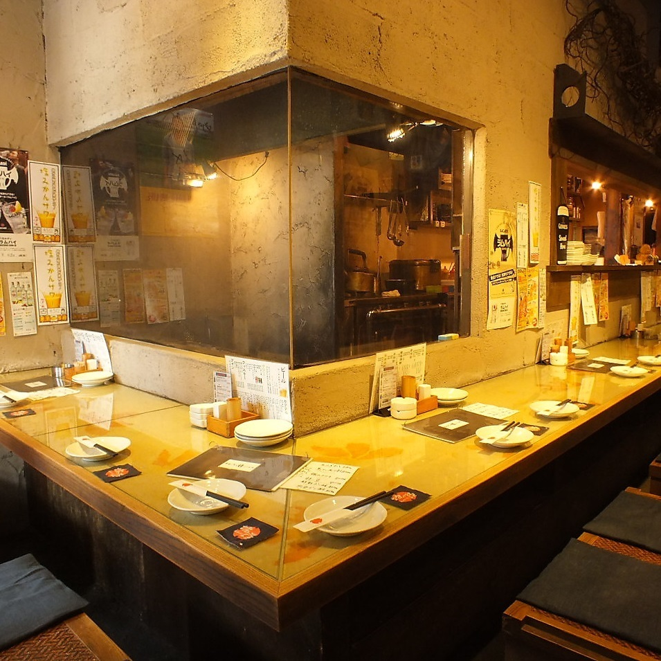 Calm counter seat is perfect for dating and entertaining.Especially the hideout space is very popular in the corner room inside the shop.Enjoy delicious sake and dishes ♪