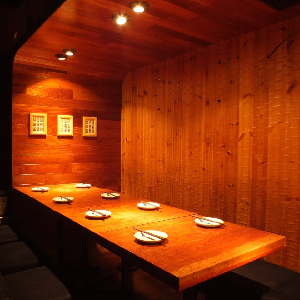 A partitioned table seat.Connect the tables and use up to 12 people OK! If you want a medium size banquet here ♪