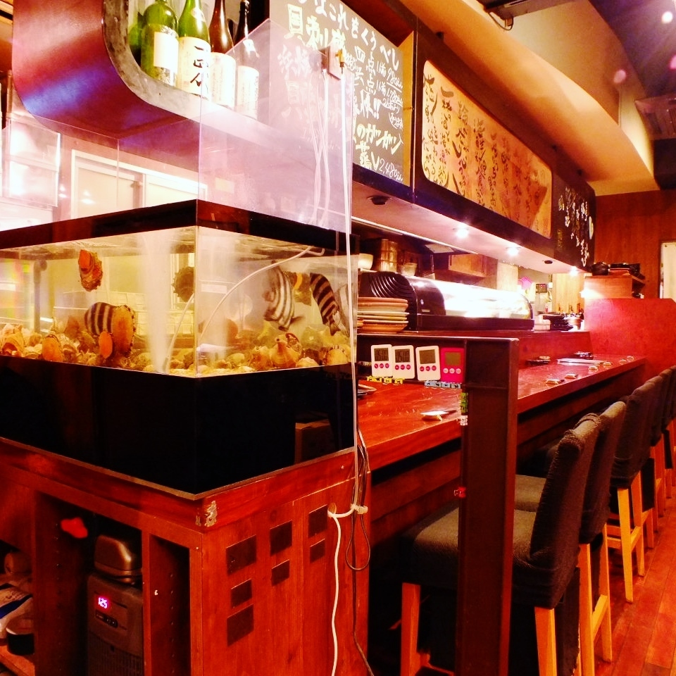 In order to deliver fresh ingredients, aquarium is also installed ♪