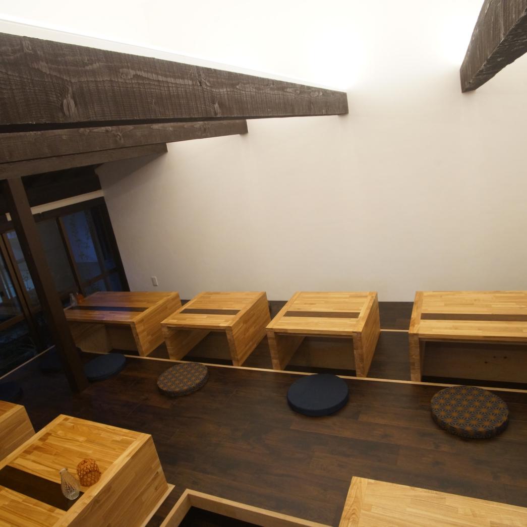 리고 타츠 식의 좌석은 4 명 앉을 자리를 2 명 앉을 자리를 준비하고 있습니다.