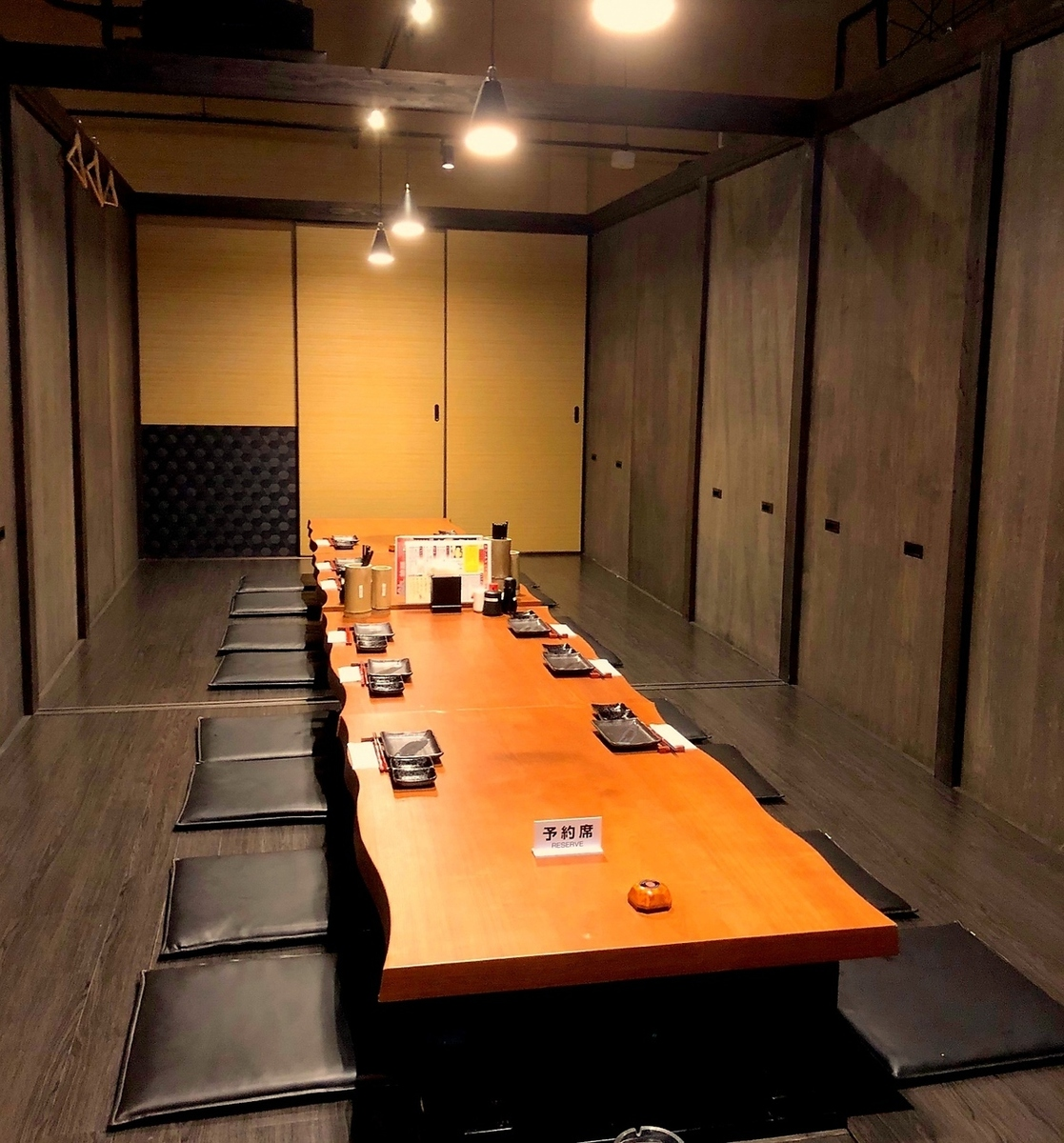 One room can accommodate 16 people, even a large number of people can pull out the horizontal partition