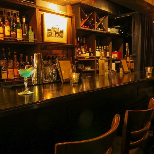 【The best part of the bar counter seat】 You can enjoy a conversation with the bartender and the regulars counter seat.Because it is a bar where favored love is gathered, people who are interested and those who are not interested can enjoy it !! Dolls and objects of horses placed in various places.We are committed to finishing in the space.Ginza / Izakaya / bar / meat / pasta / charter / girls party / mamma / anniversary / birthday