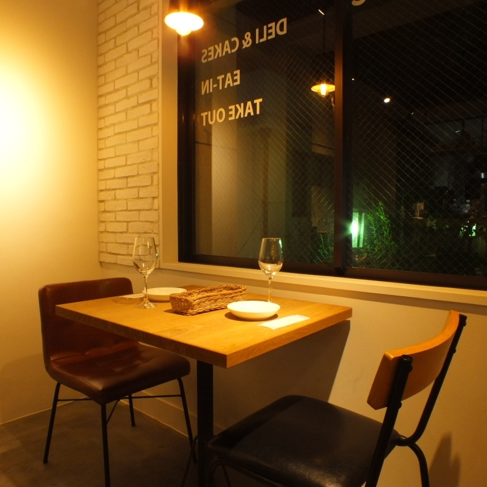 Window table seat with excellent opening feeling.It is recommended for dates and girls' sociations ♪