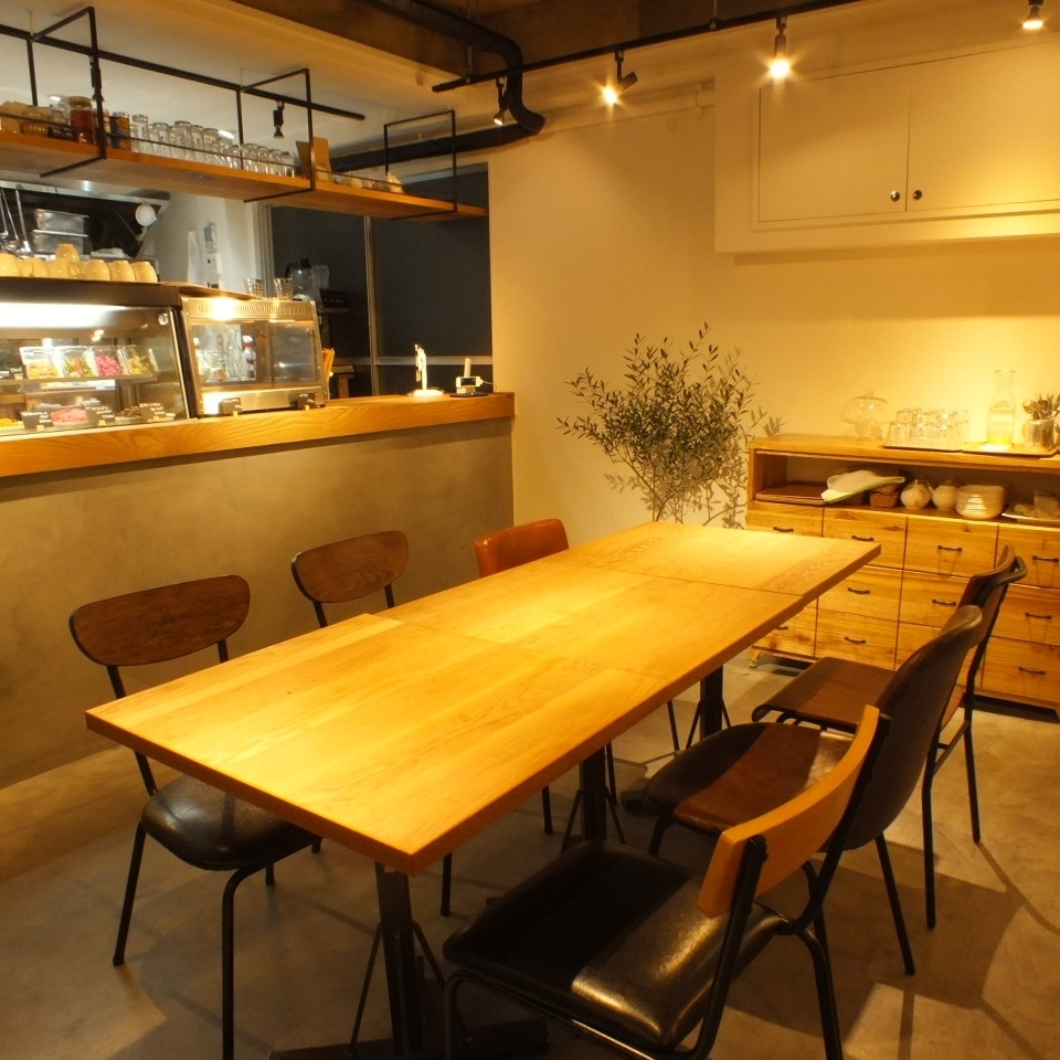 Small number of banquets for up to 8 people is also possible if you connect ♪ There is also a sofa type chair.