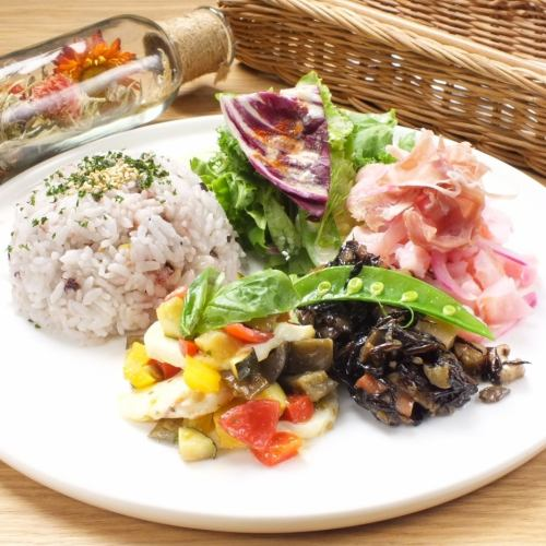 """Coloring DELI plate"" can be chosen 3 main items + deli 2 cups drink 2 yen (tax included) ♪"