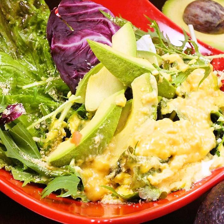 鳄梨的carbonara沙拉