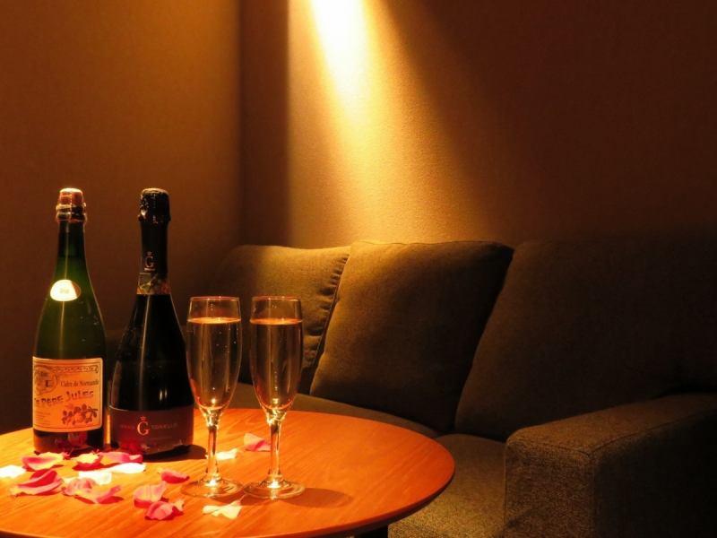 【2F】女性に嬉しいソファ席。大人気のため、こちらは早めのご予約を。
