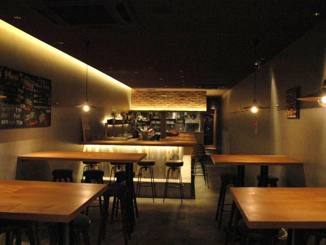 【1F】 Space full of openness.It is a space where you can also party for 2nd party as well as various banquets.There is a counter seat, too