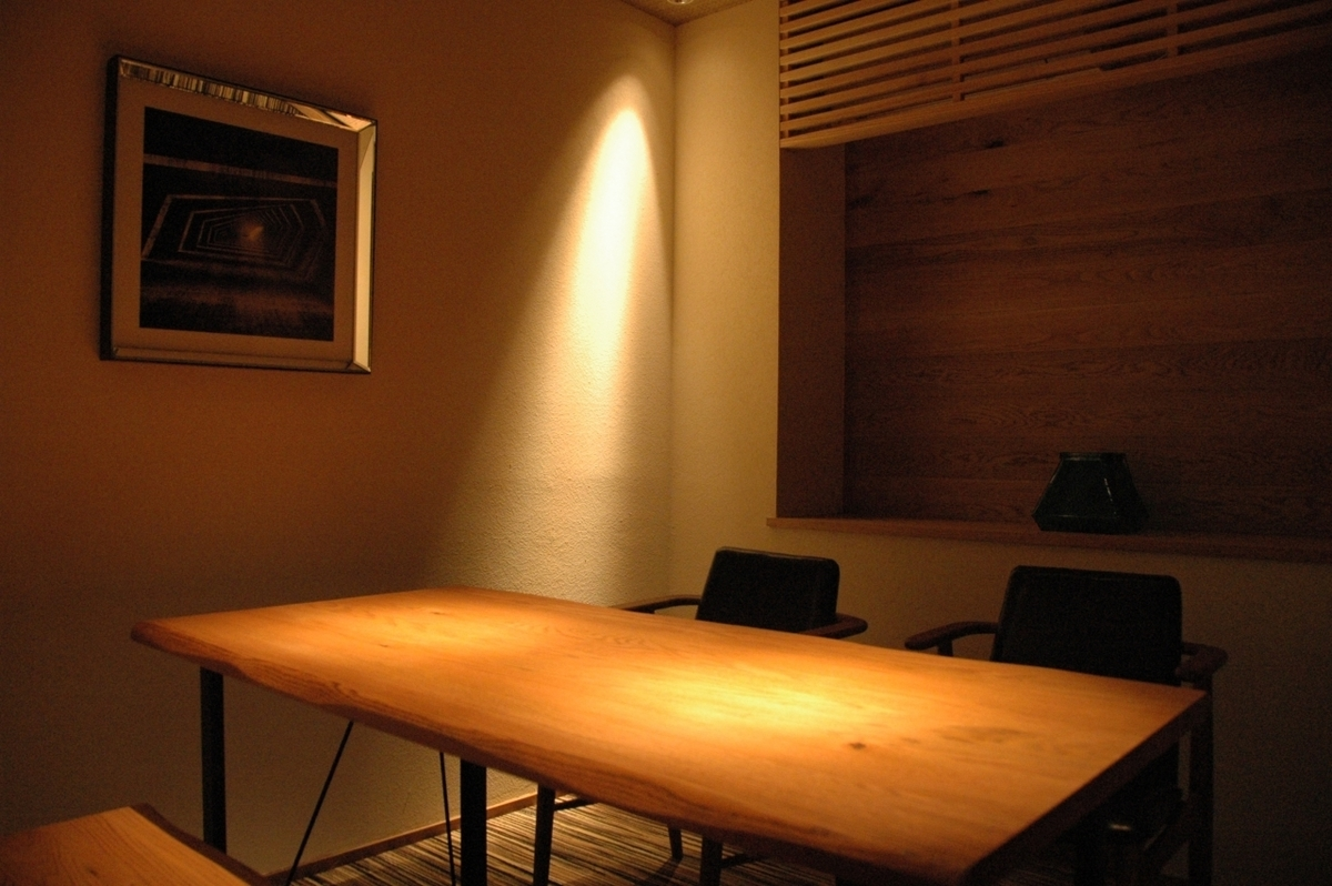 【2F】 There is a private room available for 2 to 4 people.