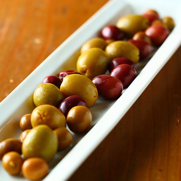 Various Spanish olives