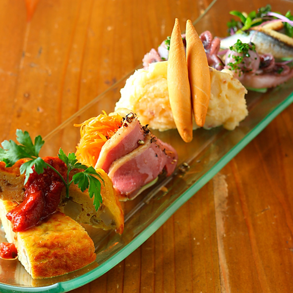 Assorted cold tapas for 2 to 4 people