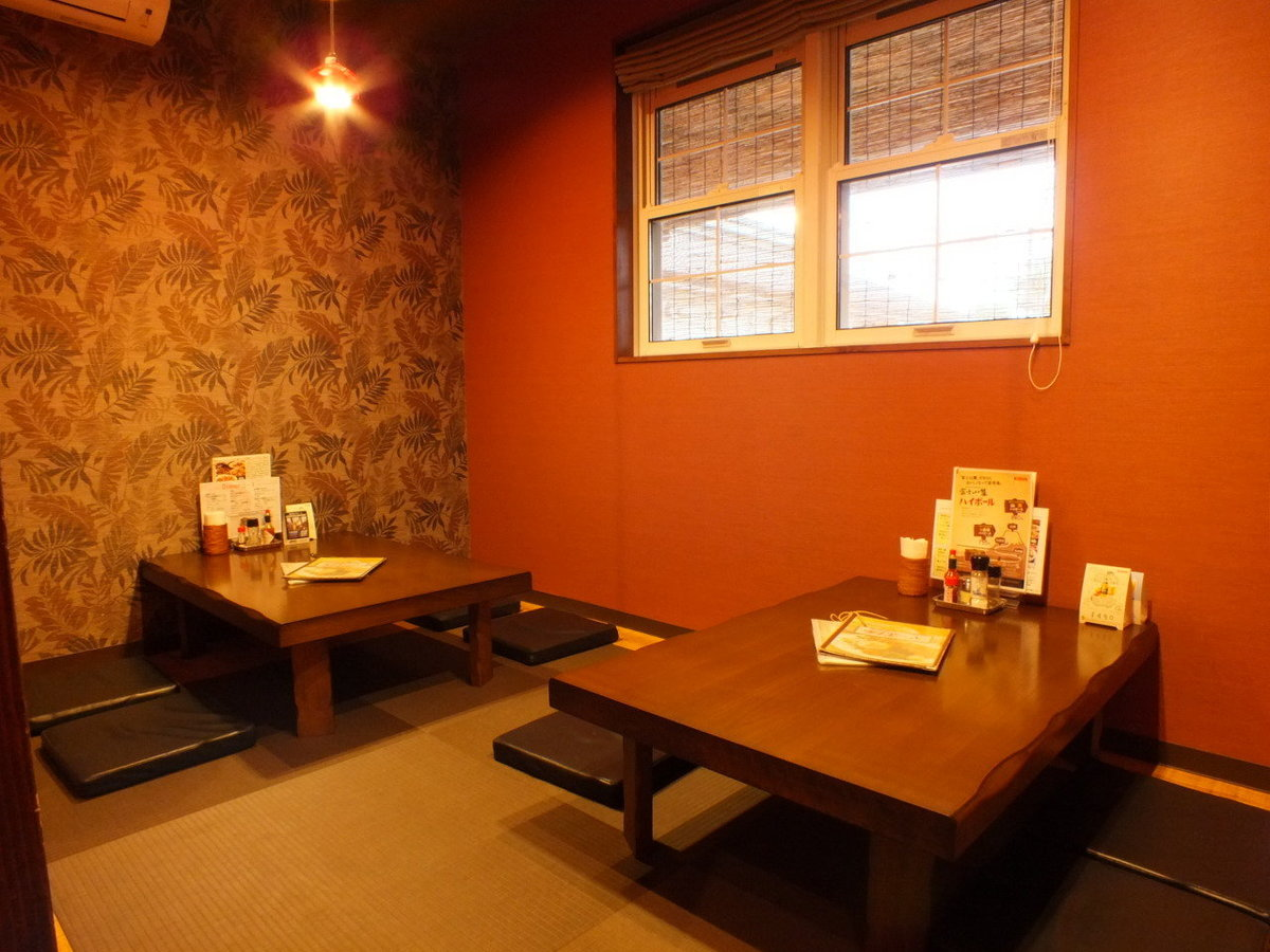 There is only one semi-private room on relaxing calm floor.It is a non-smoking seat