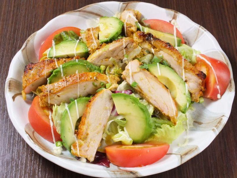 Tandoori雞肉和鱷梨沙拉