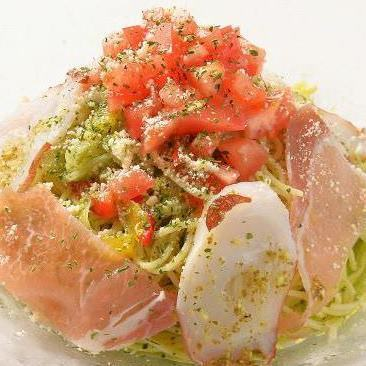 Italian salad with cut-off ham and colored vegetables