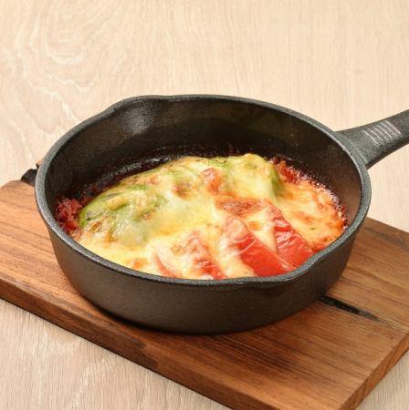 鳄梨和番茄奶酪烧烤