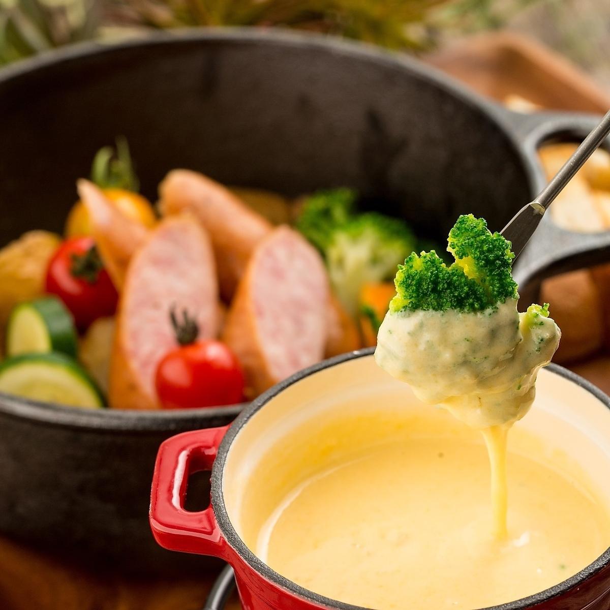 自家製ソースのチーズフォンデュ食べ放題!