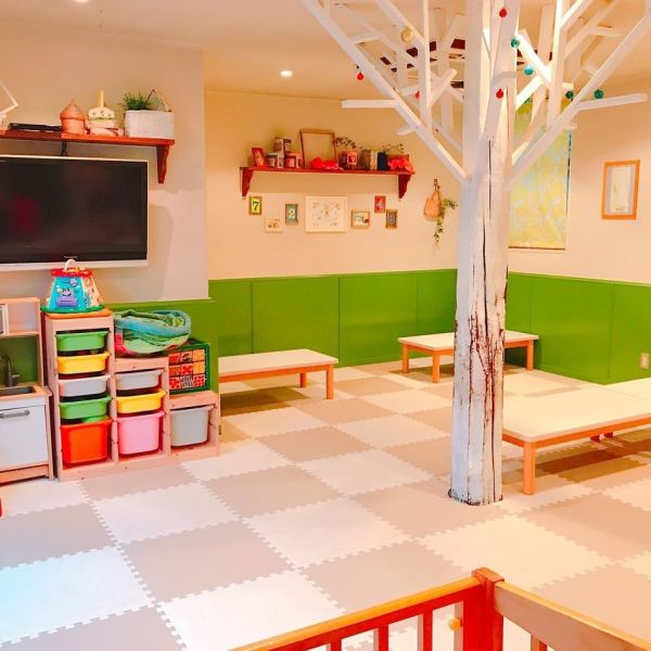 We have a TV and a toy so that children can enjoy it in the store ★ I am preparing a table seat so that you can enjoy your meal by the child's side.