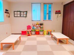 二楼中间房间可供15至25人使用!