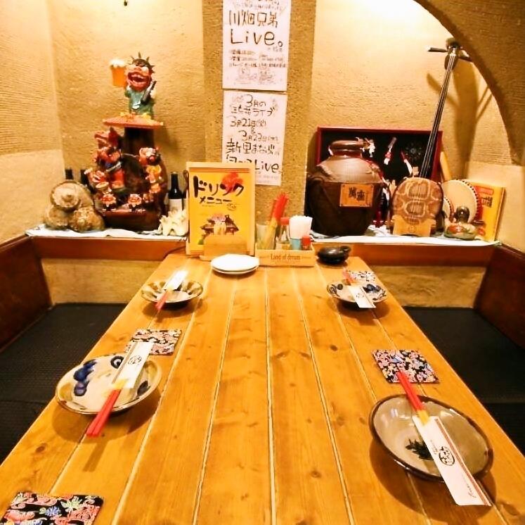 冲绳色彩充足的座位,可爱的Shisa和San线放置!