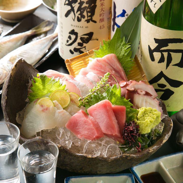 每天都有来自鱼类海岸的鲜鱼和厨师的厨师使用坚持粘贴的成分完成所有食物