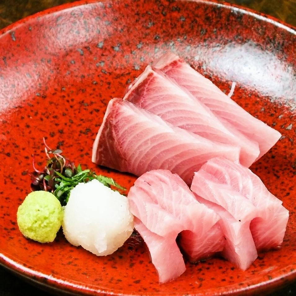 每季都會變化的季節性菜餚。天寶石生魚片......