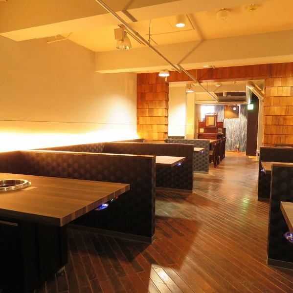 【地下1階席】間接照明の灯りが心地よい、落ち着きある空間。接待やご家族でのお食事にもぴったりです!