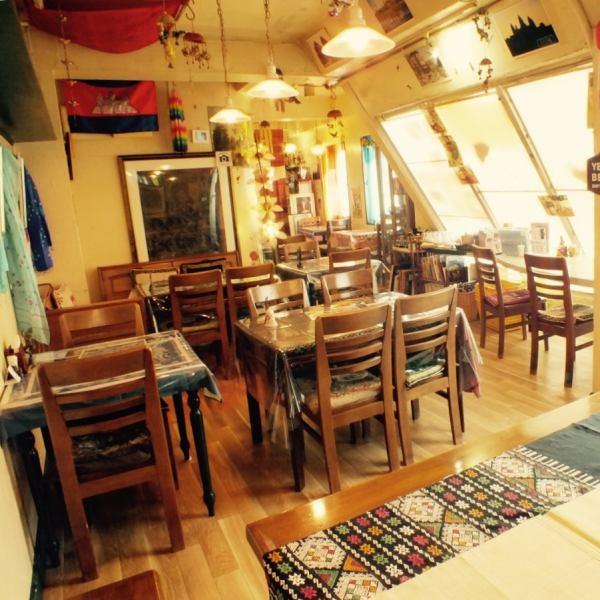 【町田駅徒歩3分の駅近!!】レンガ通りにカンボジア空間発見★3階に上がっていただくと気さくなスタッフが待ってます!町田で異文化を体験していってください!!都内でも有数のエスニック料理、カンボジア料理が食べれるお店です。【町田  カンボジア エスニック ランチ 女子会 】