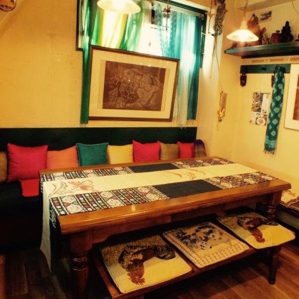 【5~10名様までのお席】みんなでテーブルを囲んで美味しい料理を食せば、会話も弾むはず♪ご家族連れやお子様連れも大歓迎!!こちらのお席は人気ですのでご予約の上、ご来店いただくと確実です♪ネット予約なら24時間受付中☆【町田  カンボジア エスニック ランチ 女子会 】