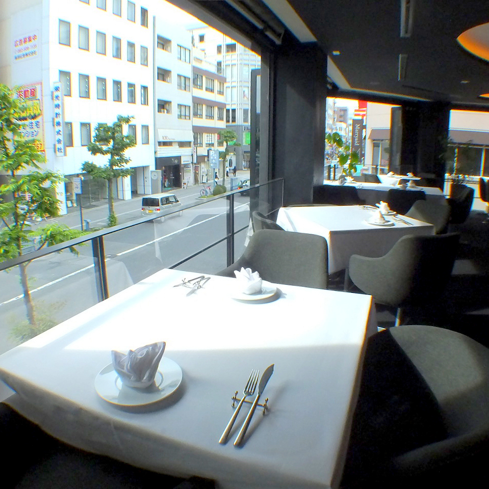Seats on the window side overlooking the tree-lined avenue are on the open terrace when the weather is fine.