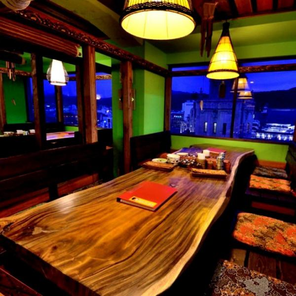 Atmosphere that is fashionable and elegant using Thai furniture.Stock dishes are ordered from Thailand ☆ Space where you can feel like going on a trip ☆