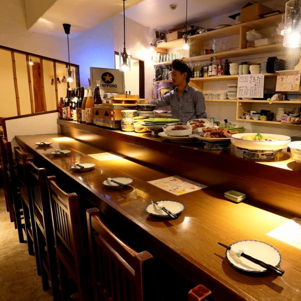 Counter seats are great for drinking and eating crisply ♪ Enjoy the realism cooked in front of you! We also have a lot of recommended wines so we have meat, fish etc. Material ◎ Choice combined