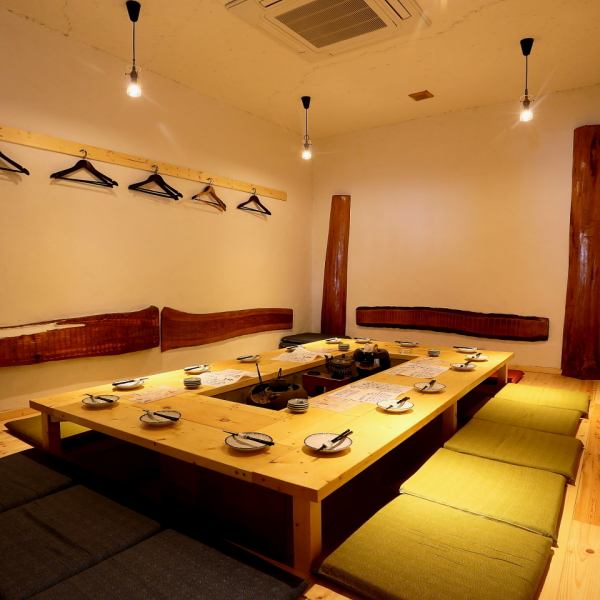 There is a hearth in the middle, Nikko cedar on the wall, it feels like being in a mountain hut.You can enjoy a little extraordinary life.Also available for up to 23 banquets ◎ Please feel free to contact us ♪