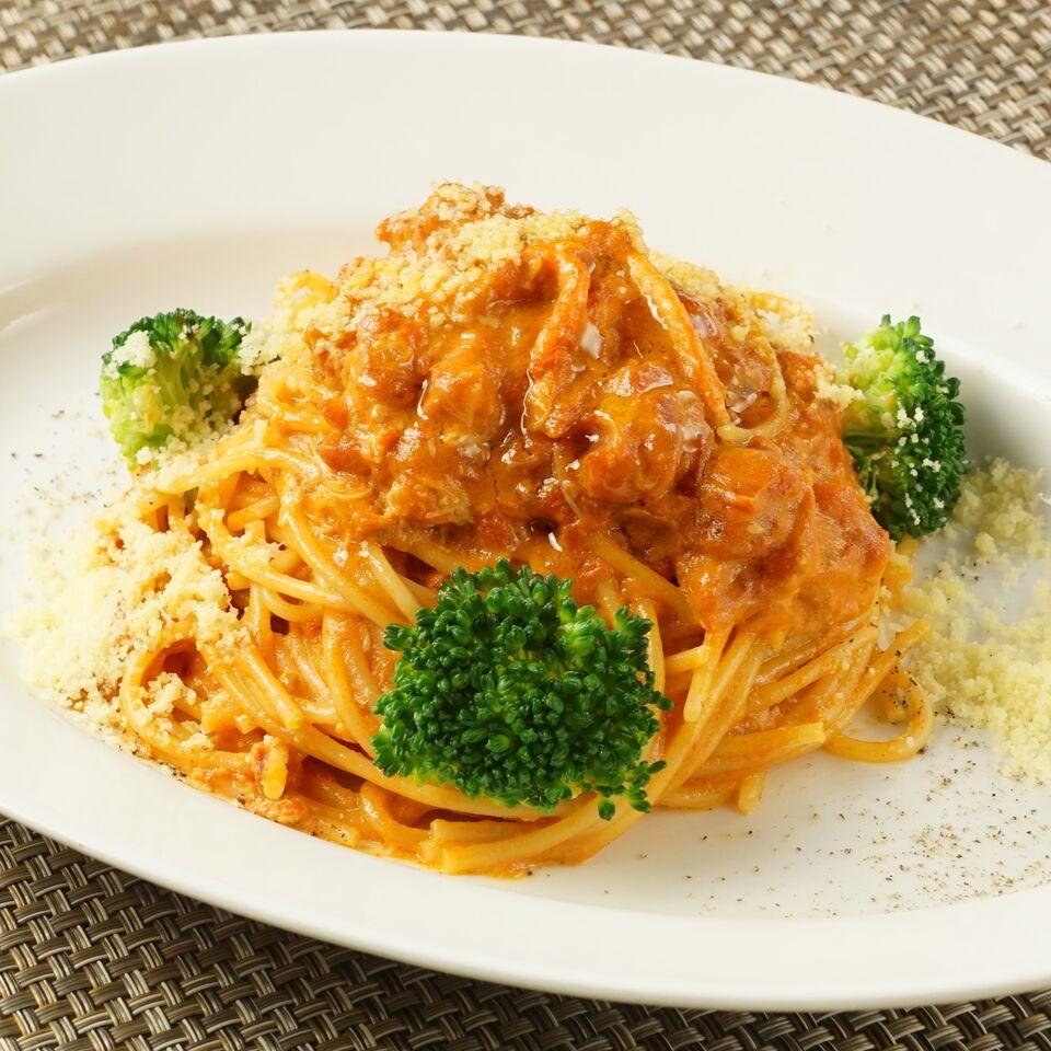 スパゲッティ 紅ずわい蟹とブロッコリーのトマトクリームソース