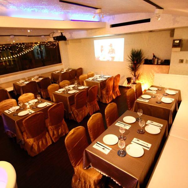 《貸切も可能!》広々とした店内は暖かみのあるライティングでカジュアルな雰囲気!!テーブル席は宴会やデート、女子会、家族との食事など様々な用途に対応できます!貸切パーティー最大50名様までOK