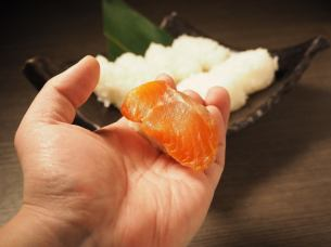 The rice balls - fresh sashimi Nokkete in your sushi!
