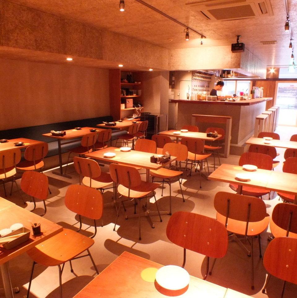 【圖/宴會】店內有50個座位。它也被推薦用於宴會,因為它是一個輕鬆和時尚的空間★僅適用於2人座位。所有人都可以喝4人,最多可容納36人[最多可容納40人使用助理椅]可提供45至70人的費用,包括站立。