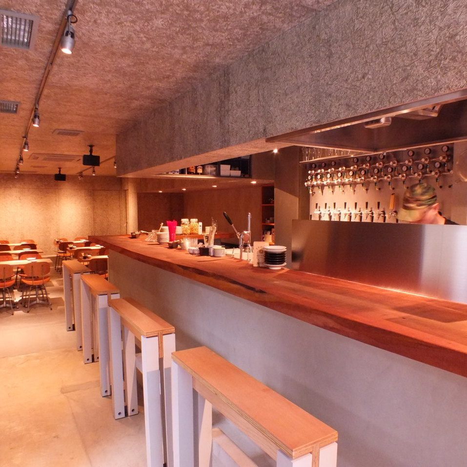 How about a counter seat for one person or a couple?It is a special seating where you can watch a beer server!