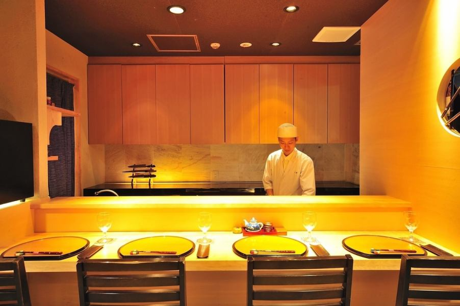 Counter seats to spend a relaxing time also recommended.You can enjoy the tricks shiny craftsman in front of the eye.
