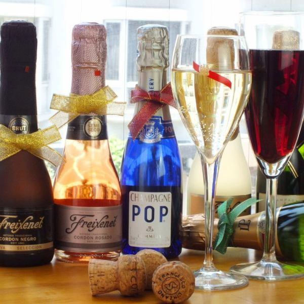 【樽生スパークリング設置店】グラスワイン⇒樽詰ワインもご用意しています♪ボトルとは一味違う美味しさをお楽しみください!シャンパンボトル⇒飲みやすい、手のひらサイズの可愛いシャンパンで女子会を楽しんで♪ベビーボトルを豊富にご用意しています。
