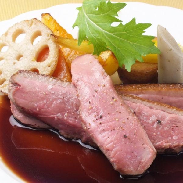 이와테 현산의 청둥 오리의 포와 과일 컴포트 생강 맛