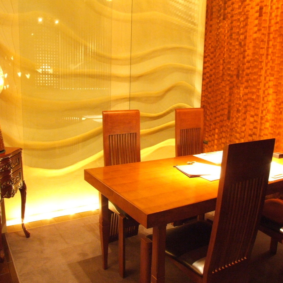 【Hagi - Hagi -】 It is a table type fully-private room that can be used up to 4 people.It is ideal for use in various scenes such as girls' party, banquet, dinner party, entertainment etc.Please do not hesitate to tell us your preliminary content.
